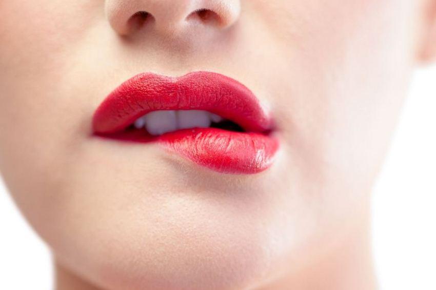 Ini Dia Pemerah Bibir Permanen Herbal Alami